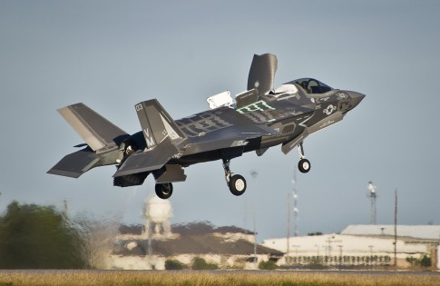 F-35B-hover-over-ground