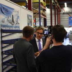 Omroep Friesland interviewt  Michiel van der Maat in de vestiging van Fokker in Hoogeveen